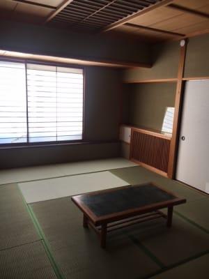 エアコン右の木枠に入ってます。 - コモンハウス雪谷 205号室 レンタルスペースの室内の写真