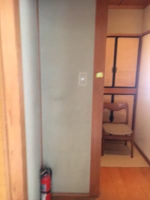 椅子の手前左側 - コモンハウス雪谷 205号室 レンタルスペースの入口の写真