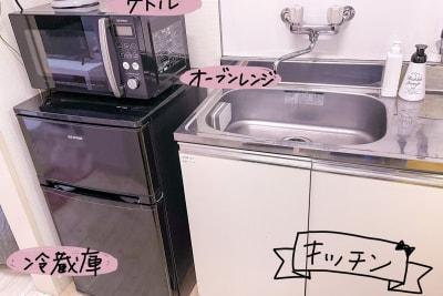 オーブンレンジ・冷蔵庫・キッチン・電気ケトルを揃えています - ココン町田 多目的スペースの設備の写真