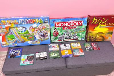 人生ゲーム・モノポリー・カタン・トランプ・人狼各種カードゲームを揃えています - ココン町田 多目的スペースの設備の写真