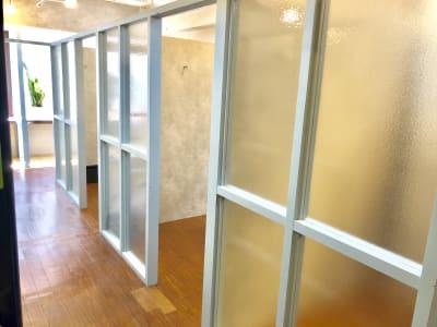 Reir サロンスペースの室内の写真