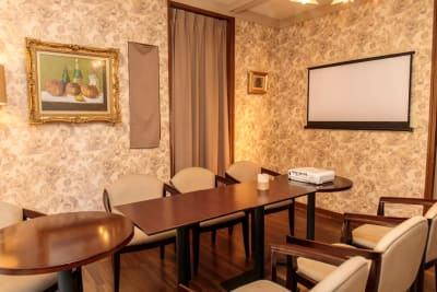 ラウンジ会場はロケ地として、待機スペースとしても最適です。 - 神楽坂レンタルスペース香音里 全館貸切の室内の写真