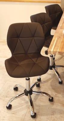 こちらの椅子3脚を利用できます。 - Live Garden 蒲田 101号室の設備の写真