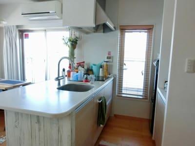 キッチン使用例 - 東コースペース ルームの室内の写真
