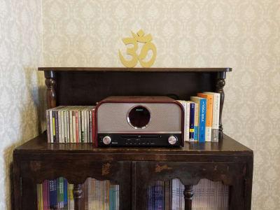 SANSUI CDスピーカーシステム:CD・Bluetooth・AUX(有線でモバイル端末のイヤホンジャックより接続可能)。ヒーリング系のCDもご用意しています。 - 癒しの古民家Kyoto Knot レンタルスタジオの設備の写真