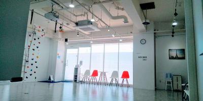 東西8.7m - フェリスアン スタジオ237 北館 多目的スペースの室内の写真