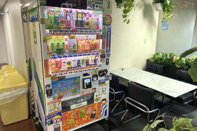 自販機館内にあり。電子マネーも使えます。 - 三宮ベンチャービル 貸し応接室・会議室のその他の写真