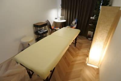 福岡レンタルサロン バブ天神 完全個室のプライベートサロンの室内の写真