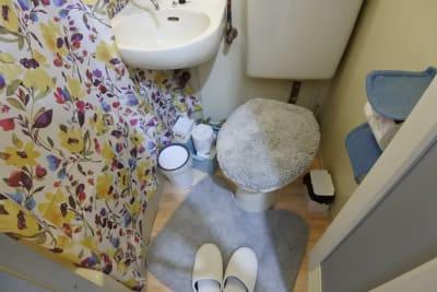 可愛らしく清潔感あるトイレです⭐️ - 福岡レンタルサロン バブ天神 完全個室のプライベートサロンの室内の写真