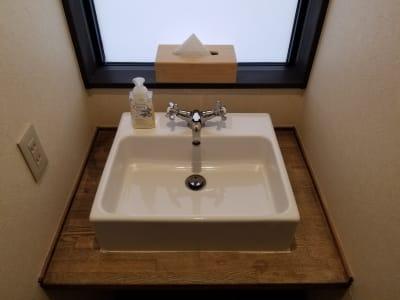 木のぬくもり感じるナチュラルな洗面所です。 - 癒しの古民家Kyoto Knot サロンスペースの室内の写真