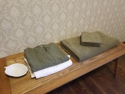 ドライ施術着・大判タオル・フェイスタオルは有料にてお貸し出ししています。 - 癒しの古民家Kyoto Knot サロンスペースの設備の写真