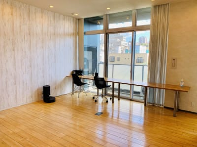フリースペース内観 (ルンバは、どかすことができます) - 【多目的スペース】会議・撮影など 自由に使えるフリースペース の室内の写真