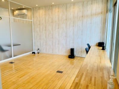 逆サイドからの眺め - 【多目的スペース】会議・撮影など 自由に使えるフリースペース の室内の写真