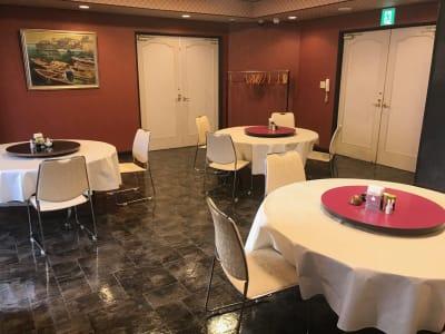 食事スペースあり。 プロジェクターやホワイトボード無料貸し出し。 - 石原ビル レンタルスペース レンタルキッチンの室内の写真