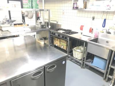 普段は飲食店のセントラルキッチンとして使用してます。 - 石原ビル レンタルスペース レンタルキッチンの室内の写真