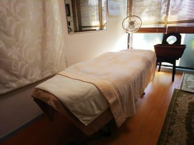 施術ベッド 電動で上下します。 - オルセー  オルセーの室内の写真