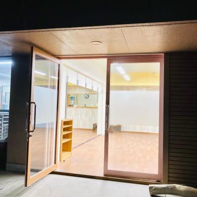 薬師堂ビル 宮崎フリースタジオBakuの入口の写真