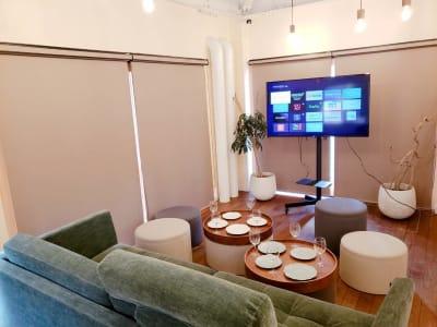 広尾レンタルスペース 貸切会議室、コワーキングスペースの室内の写真