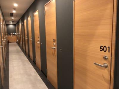 キャビNET神戸三宮店 鍵付き完全個室の設備の写真
