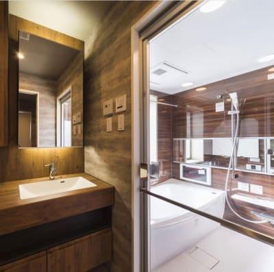浴室完備(別途使用が必要です) - HMTRENTALSPACE. 多目的スペースの室内の写真