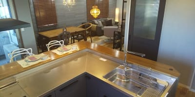 L型キッチン オプション - おうちカフェ sima sima 女子会スペースの設備の写真