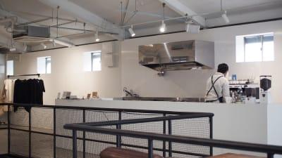 通常はカフェとしてOPEN。キッチン設備もご利用頂けます。  - soko station 146 イベント・撮影スペースの室内の写真