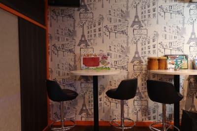 ハイテーブル - ReBOOT(リブート) 多目的スペースの室内の写真