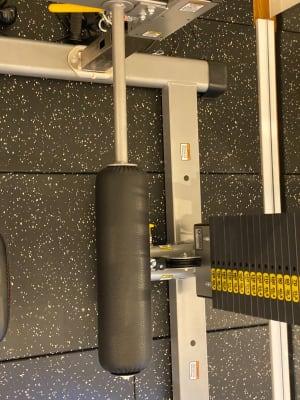 膝当てようのパットはこう使います。 - スタジオフリューゲル 表参道 女性専用トレーニングスペースの室内の写真