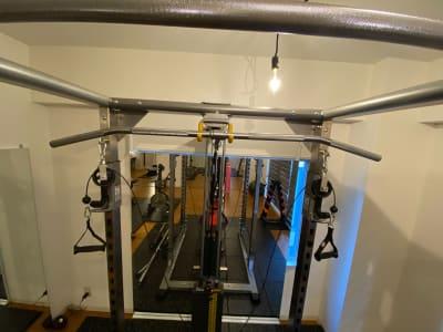 ハイプーリーアタッチメント - スタジオフリューゲル 表参道 女性専用トレーニングスペースの室内の写真
