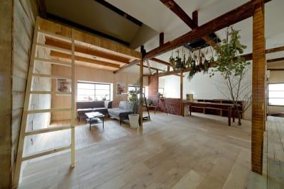 2階サブフロア。最大50名様収容可能。 - Fun Space Diner 1階フロア貸切プランの室内の写真