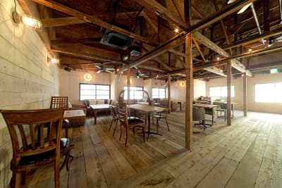 2階メインフロア。最大110人様収容可能。 - Fun Space Diner 1階フロア貸切プランの室内の写真