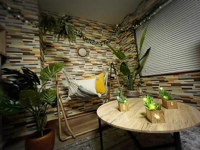 電飾でムードを演出 - ヴィラ難波の室内の写真