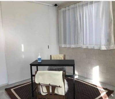 用途に合わせ自由自在に家具を設置できます。 - レンタルスペースMTAC 扉で仕切る個室&スタッフ常駐の室内の写真