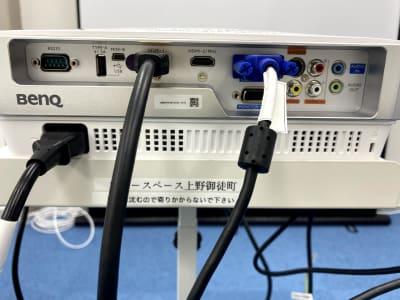 プロジェクターではHDMIが2箇所、Dsubが1箇所指すことが可能! - ブルースペース上野御徒町 レンタルスペース・ダンススタジオの設備の写真