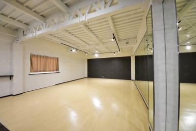 約60㎡のダンスが出来る多目的レンタルスペース!! 広いですよ! - シェア・スタ 神戸三宮 レンタルスタジオ の室内の写真