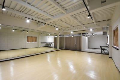 更衣室・打合せ、待合室もあります! - シェア・スタ 神戸三宮 レンタルスタジオ の室内の写真