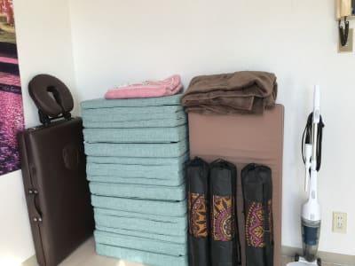 ホワイトボードの裏はこのように片付けられています - ゾウスペ新宿 会議室&サロンスペースの室内の写真