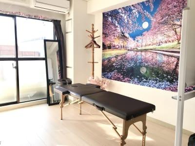 折りたたみマッサージベットあり - ゾウスペ新宿 会議室&サロンスペースの室内の写真