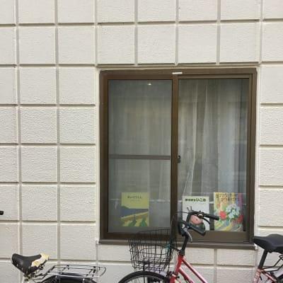 窓に絵本 - Cafe Lugna  多目的スペースの外観の写真