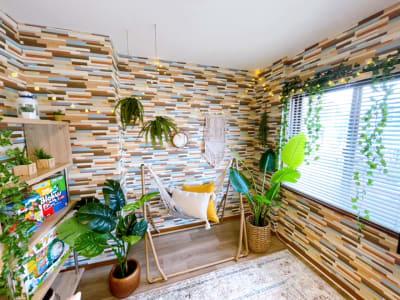お洒落なボヘミアンインテリア - ヴィラ難波の室内の写真