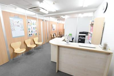 ワンコイングリッシュ五反田校 会議室、コワーキングスペースの入口の写真