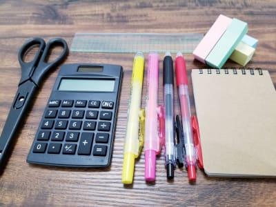 電卓、ハサミ等の文具 - 黒ねこスペース船橋駅前の設備の写真