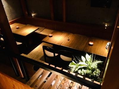 地下メインフロアを上から撮影。 - 上質レストランでコワーキング 上質レストランバーでコワーキングの室内の写真