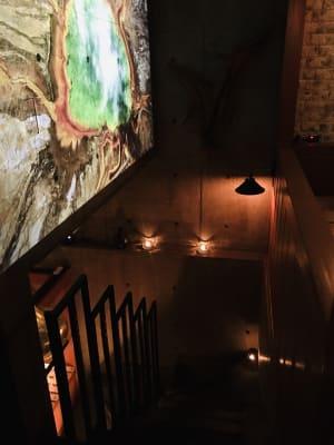 地下コワーキングスペースへ降りる階段。 - 上質レストランでコワーキング 上質レストランバーでコワーキングの入口の写真