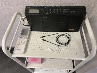 高性能CDプレーヤーです。イヤホンジャックでスマホとつなげることもできます。Bluetoothにも対応しています。 - レンタルスタジオ「ダンサーズ」 Aスタジオの設備の写真