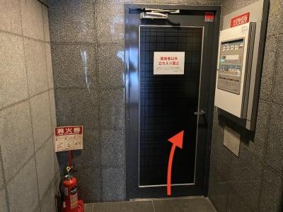 オートロックを入ってから通路奥の扉を進みます。 - レンタルスタジオ「ダンサーズ」 Aスタジオの入口の写真