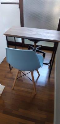 椅子もオシャレなものも取り揃えております - 池尻リフレッシュRoom A-7号室(ネイルブース3席)の室内の写真