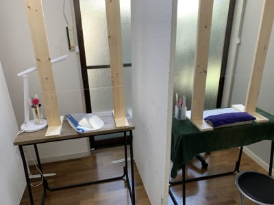 隣のブースとパーテーションで区切られていますのでプライバシーも守れます - 池尻リフレッシュRoom A-7号室(ネイルブース3席)の室内の写真