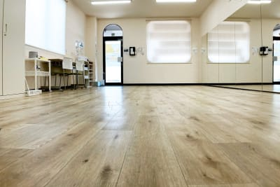 ダンスできるスペースは約21平方メートルです - スタジオサルタールの室内の写真