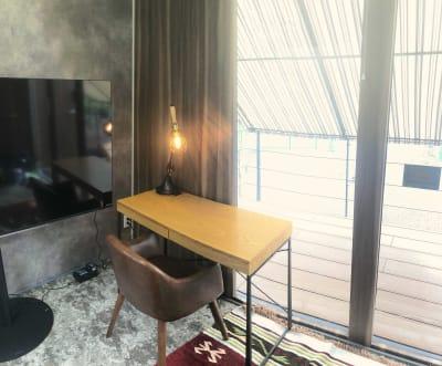 ビジネスデスク - Emi Cube武蔵関 レンタルスペースの室内の写真